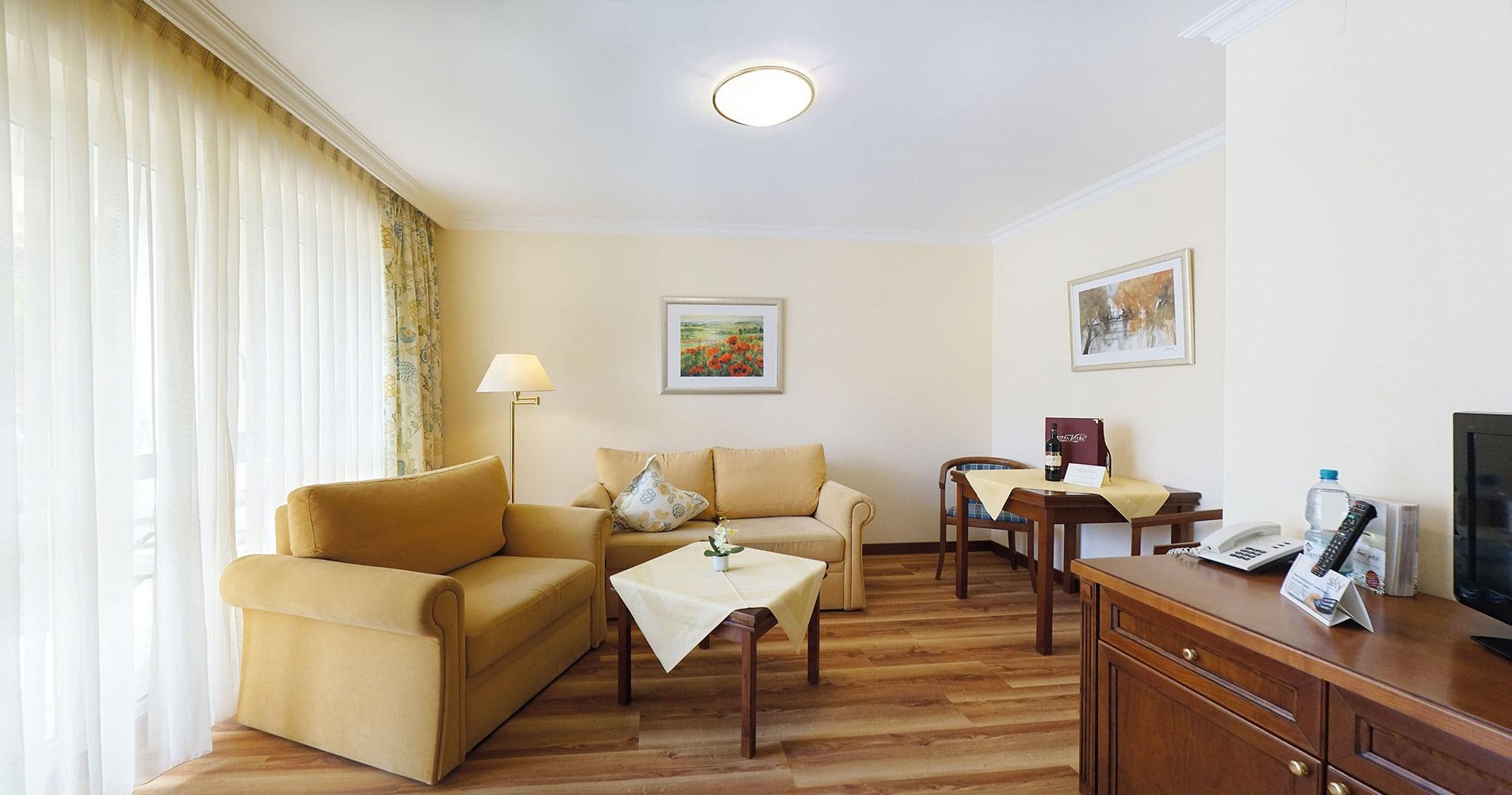 hotel vital vallaster garni bad füssing behindertengerechte suite wohnraum